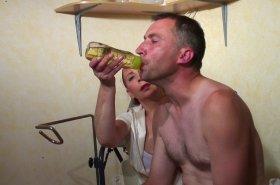 Voir la vidéo: Un homme esclave d'une infirmière vicieuse