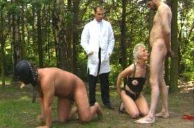 Un docteur sado maso propose une thérapie XXX