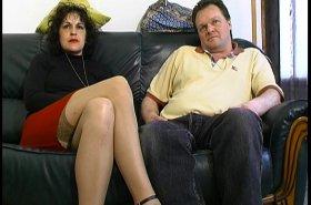 Voir la vidéo: Ce couple ne pense qu'au cul et nous aussi, alors faisons un porno !