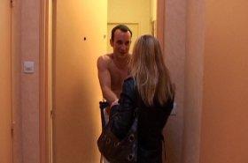 Voir la vidéo: Le fantasme du médecin: baiser une infirmière en blouse blanche !
