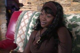 Voir la vidéo: Une black découvre le sexe interracial avec un chinois